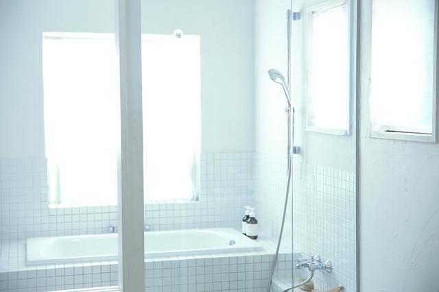 コンタクトのままお風呂に入る時の注意点を解説。正しく使って、お風呂を楽しもう|コンタクト処方箋不要.net