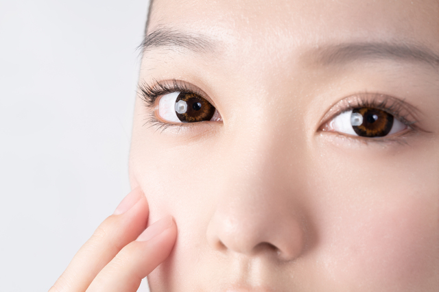初めてカラコンを使う時に眼科に行かないと起こり得るトラブルとは? コンタクト処方箋不要.net