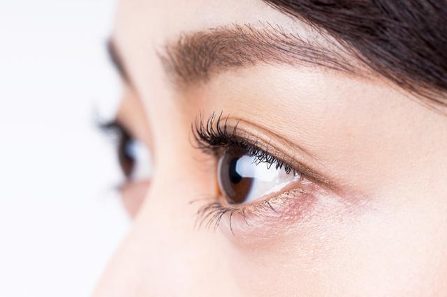 外見上の特徴が現れやすい斜視について解説。治療にはコンタクトを使用することも|コンタクト処方箋不要.net